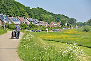 Nederland, the Netherlands, Wageningen, 14-5-2018  De Grebbedijk bij Wageningen . Deze loopt over in de natuurlijke waterkering van de Grebbeberg . In natuurgebied de Strang heeft het water van de Neder-Rijn vrij spel. Hierdoor is de natuur er voortdurend in beweging.Foto: Flip Franssen
