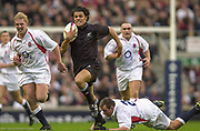 Twickenham. Surrey. UK England vs New Zealand, Autumn Internationals. Doug HOWLETT, evades Steve THOMPSON'S, tackle and pursuded by Lewis MOODY<br /> <br /> 09/11/2002<br /> International Rugby England vs New Zealand [Mandatory Credit Peter SPURRIER/Intersport Images]