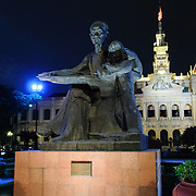 Uncle Ho statue in Saigon. Ho Chi Minh City Hall was built in the early 20th Century by the French colonial government as Saigon's city hall. It's also known as Ho Chi Minh City People's Committee Head office, in French as Hôtel de Ville de Saigon, and in Vietnamese as Tr? s? ?y ban Nhân dân Thành ph? H? Chí Minh.