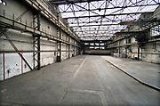 Nederland, Vlissingen, 15-9-2019 Verlaten fabriekshal van vroegere scheepswerf de Schelde aan de rand van het centrum . De werf is overgenomen door Damen en de oude fabriekshallen staan leeg of zijn afgebroken om plaats te maken voor woningbouw en wonen . Foto: Flip Franssen