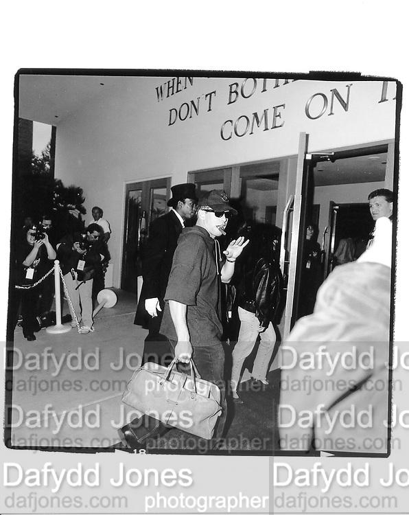 Stephen Baldwin arriving at the Hard Rock Hotel. Las Vegas. 1994 approx. © Copyright Photograph by Dafydd Jones 66 Stockwell Park Rd. London SW9 0DA Tel 020 7733 0108 www.dafjones.com