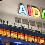 NLD/Rotterdam/20180412 - Cruiseship Aida aan de kade in Rotterdam, reddingsboten