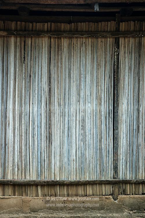 Dinding rumah mengunakan batang daun gewang (Corypha utan), Rote, Nusa Tenggara Timur, Indonesia<br /><br />House wall made from Gewang / Gebang / Cabbage palm (Corypha utan) leaf stems, Rote, NTT, Indonesia.