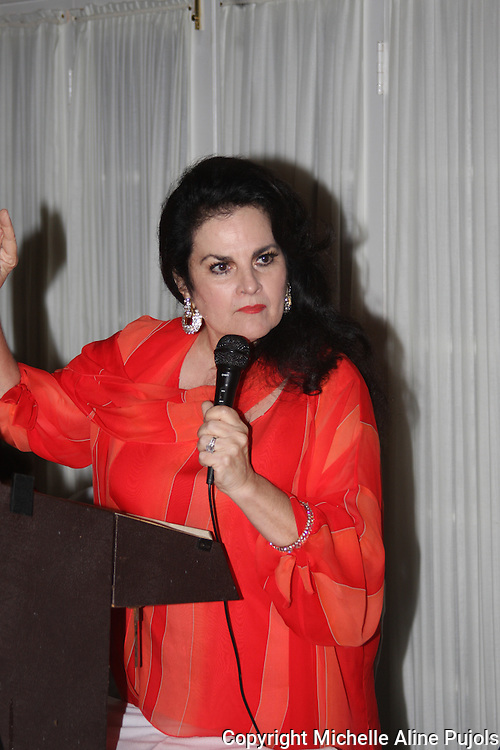 Lola LeBlanc speaking at a Crimfighters banquet.