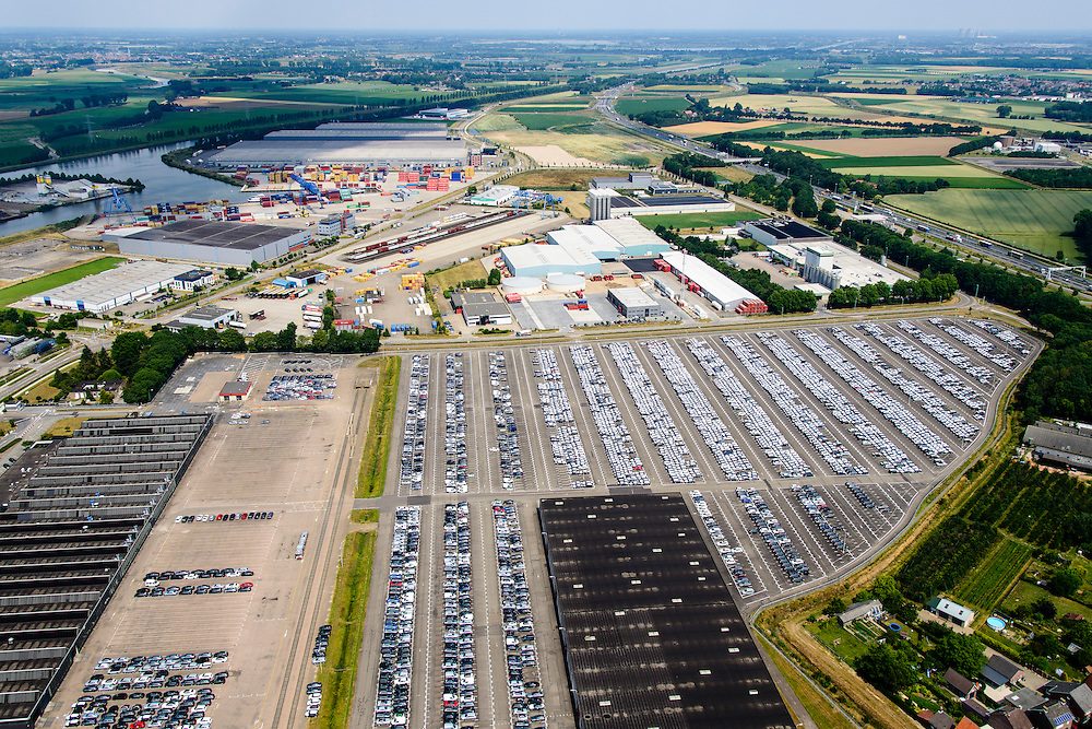 Nederland, Limburg, Gemeente Sittard-Geleen, 26-06-2014; Born, bedrijventerrein Holtum met parkeerterrein Koopman Automotive Solutions, onder andere voor lease auto's. Achtergrond Terminal Born, overslaghaven.<br /> Parking Koopman Automotive Solutions, including company cars.<br /> luchtfoto (toeslag op standaard tarieven);<br /> aerial photo (additional fee required);<br /> copyright foto/photo Siebe Swart.