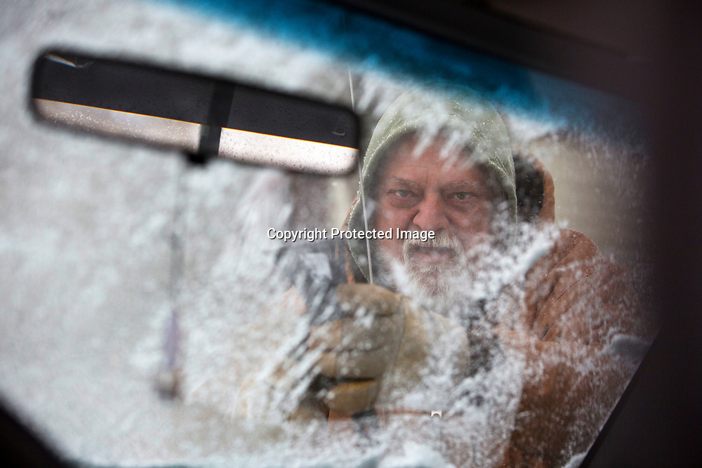 Mike Falsetti scrapes ice from his windows on Friday morning on his River Park home.  Weather changed dramatically from Thursday's high temperatures to below freezing temperatures, ice and snow.<br /> Tribune Photo/SANTIAGO FLORES