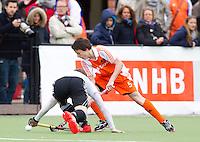 AERDENHOUT -   Jannis van Hattum, vrijdag tijdens de Volvo 4Nations Cup op de velden van Rood-Wit, tussen Nederland Jongens A en Duitsland Jongens A.  FOTO KOEN SUYK.