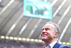 14.05.2011, Allianz Arena, Muenchen, GER, 1.FBL, FC Bayern Muenchen vs VfB Stuttgart, im Bild  Karl-Heinz Rummenigge (Vorstandsvorsitzender Bayern) blickt nach oben , EXPA Pictures © 2011, PhotoCredit: EXPA/ nph/  Straubmeier       ****** out of GER / SWE / CRO  / BEL ******