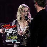 NLD/Amsterdam/20100415 - Uitreiking 3FM Awards 2010,  beste popartiest pop uit aan Ilse de Lange