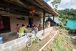 16 November 2018, San José de León, Mutatá, Antioquia, Colombia: Staff of the project De la Guerra a la Paz eat lunch together with other organizational partners in the community of San José de León. Following the 2016 peace treaty between FARC and the Colombian government, a group of ex-combatant families have purchased and now cultivate 36 hectares of land in the territory of San José de León, municipality of Mutatá in Antioquia, Colombia. A group of 27 families first purchased the lot of land in San José de León, moving in from nearby Córdoba to settle alongside the 50-or-so families of farmers already living in the area. Today, 50 ex-combatant families live in the emerging community, which hosts a small restaurant, various committees for community organization and development, and which cultivates the land through agriculture, poultry and fish farming. Though the community has come a long way, many challenges remain on the way towards peace and reconciliation. The two-year-old community, which does not yet have a name of its own, is located in the territory of San José de León in Urabá, northwest Colombia, a strategically important corridor for trade into Central America, with resulting drug trafficking and arms trade still keeping armed groups active in the area. Many ex-combatants face trauma and insecurity, and a lack of fulfilment by the Colombian government in transition of land ownership to FARC members makes the situation delicate. Through the project De la Guerra a la Paz ('From War to Peace'), the Evangelical Lutheran Church of Colombia accompanies three communities in the Antioquia region, offering support both to ex-combatants and to the communities they now live alongside, as they reintegrate into society. Supporting a total of more than 300 families, the project seeks to alleviate the risk of re-victimization, or relapse into violent conflict.