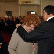 NLD/Huizen/20060323 - Afscheid burgemeester Jos Verdier als burgemeester van Huizen, overhandiging burgemeester ketting van Willy Metz