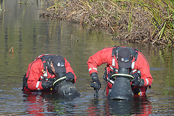 © Licensed to London News Pictures 27/10/2018<br /> DARTFORD,UK.<br /> Police divers search the river Darent in Dartford Town Centre,Kent for missing mum Sarah Wellgreen.<br /> Photo credit: Grant Falvey/LNP