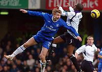 Fotball<br /> Premier League 2004/05<br /> Chelsea v Manchester City<br /> 6. februar 2005<br /> Foto: Digitalsport<br /> NORWAY ONLY<br /> Chelsea's Jiri Jarosik and City's Sylvain Distin.