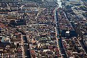 Nederland, Zuid-Holland, Delft, 20-03-2009; overzicht binnenstad in zuidzuidoostelijk richting. Links water van de Verwerdijk overgaand in Vrouwjuttenland, de Nieuwe Kerk aan de Markt met rechts het Stadhuis. Geheel rechts water van de Oude Delft, de gracht daarnaast de Voorstraat, er tussenin de Oude Kerk. Overview on the Old Town of Delft, wonderfully  showing  a. o. the canal Old Delft..Swart collectie, luchtfoto (toeslag); Swart Collection, aerial photo (additional fee required).foto Siebe Swart / photo Siebe Swart