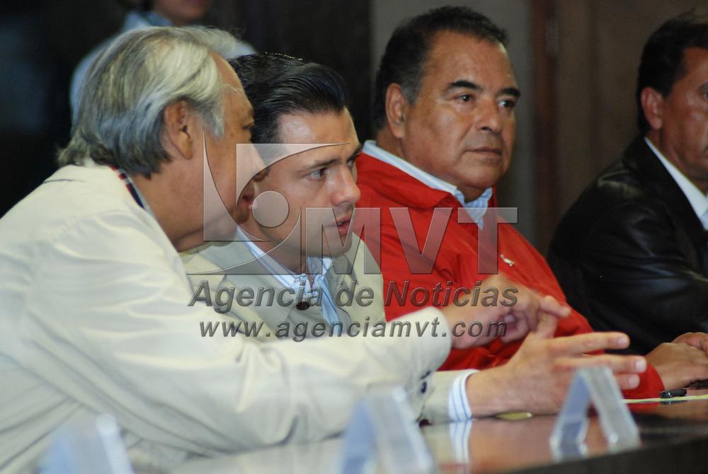 Toluca, Mex.- Enrique Peña Nieto, gobernador del estado y Ricardo García Villalobos, presidente del Tribunal Superior Agrario, durante los trabajos de la VI Reunión Nacional de Magistrados de los Tribunales Agrarios. Agencia MVT / José Hernández. (DIGITAL)<br /> <br /> <br /> <br /> NO ARCHIVAR - NO ARCHIVE