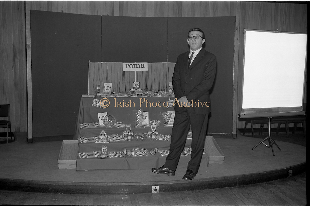 """17/09/1968<br /> 09/17/1968<br /> 17 September 1968<br /> Roma Foods launch new cookery competition at a reception in Liberty Hall, Dublin. The """"Great Pasta Recipe Competition"""" was sponsored by Roma Food Products Ltd. in conjunction with Alitalia Airlines and the Italian State Tourist Office. Picture shows Dr Francesco Landuzzi, Director of The Italian State Tourist Office, Dublin, speaking at the event."""