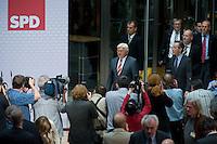 08 SEP 2008, BERLIN/GERMANY:<br /> Frank-Walter Steinmeier (L), SPD, Bundesaussenminister und desig. Kanzlerkandidat, und Franz Muentefering (R), SPD, desig. Parteivorsitzender, auf dem Weg zu einer Pressekonferenz nach den Sitzungen von SPD Praesidium und Parteivorstand nach dem Ruecktritt von K urt B eck, Willy-Brandt-Haus<br /> IMAGE: 20080908-03-005<br /> KEYWORDS: Franz Müntefering, Kamera, Camera, Journalist, Journalisten