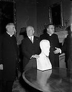 10/12/1952<br /> 12/10/1952<br /> 10 December 1952<br /> Presentation of Roger Casement bust at Aras an Uachtarain, Phoenix Park, Dublin. (l-r): Very Rev. Fr. E. Campion, P.P. Kill; President Sean T. O'Kelly and Very Rev. Fr. T. MacSuibhne, P.P. Kildare.