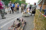Nederland, Groesbeek, 18-9-2016Bevrijdingsfestival in  het bevrijdingsmuseum. Toneelgroep Mozaik uit Angeren spelen een groep evacuees na tijdens de herdenking van operatie market garden en de luchtlandingen in de regio Nijmegen .Foto: Flip Franssen
