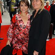 NLD/Huizen/20050706 - Premiere Nieuw Groot Chinees Staatscircus, Sabine Koning en vriendin