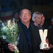 Prijsuitreiking Populariteitsprijs 1998, Piet Römer met zijn prijs