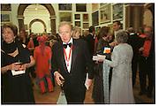 Sir David Frost. Royal Academy annual dinner. Royal Academy. Picadilly. 30 May 2002. © Copyright Photograph by Dafydd Jones 66 Stockwell Park Rd. London SW9 0DA Tel 020 7733 0108 www.dafjones.com