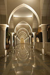 A corridor at the Shangrila hotel in Abu Dhabi, UAE, August 21, 2007. Photo by Silvia Baron / i-Images.