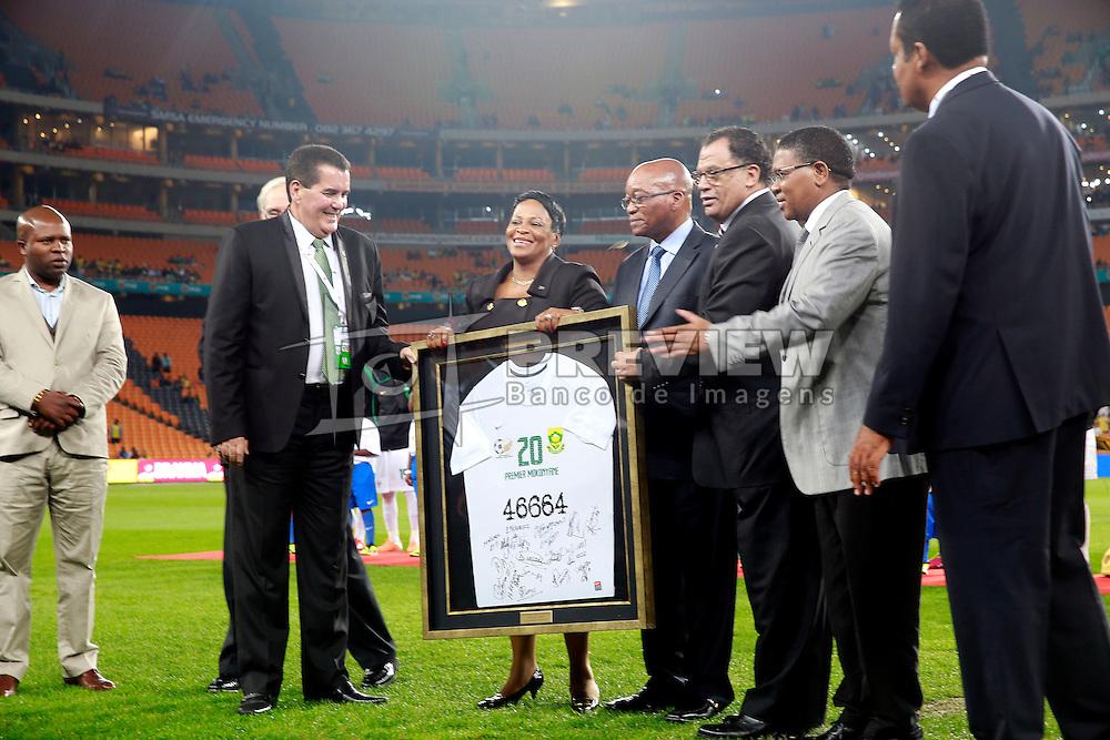Homenagem a Nelson Mandela antes da partida entre a Seleção Brasileira de Futebol e África do Sul. FOTO: Jefferson Bernardes/ Agência Preview