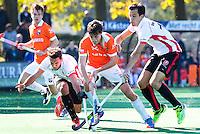 BLOEMENDAAL - HOCKEY -  De Duitser Florian Fuchs (Bl'daal) met links Benjamin Stanzl (Oranje-Rood) en rechts Niek van der Schoot (Oranje-Rood)   tijdens de competitie hoofdklasse hockeywedstrijd Bloemendaal -ORANJE-ROOD (4-1)  COPYRIGHT KOEN SUYK