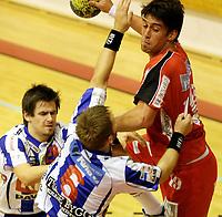 Håndball<br /> 4 runde Cup <br /> Langhushallen 18.09.08<br /> Follos utklasset Nærbø og er klar for kvartfinale i NM . Henrik Flack henger over hele Nærbø<br /> <br /> Foto: Eirik Førde<br /> <br /> <br /> <br /> Foto: Eirik Førde