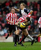 Photo: Andrew Unwin.<br /> Sunderland v Tottenham Hotspur. The Barclays Premiership. 12/02/2006.<br /> Sunderland's Kevin Kyle (L) battles bravely with Tottenham's Michael Dawson (R).