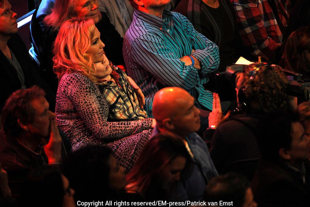 Eerste Live Show van de Voice of Holland in Studio 22 in Hilversum.<br /> <br /> Op de foto:  Tanja Jess - partner van Charly Luske