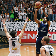 Efes Pilsen's Charles SMITH (R) during their Turkish Basketball league Play Off semi final second leg match Besiktas between Efes Pilsen at the BJK Akatlar Arena in Istanbul Turkey on Wednesday 12 May 2010. Photo by Aykut AKICI/TURKPIX