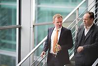 DEU, Deutschland, Germany, Berlin, 27.09.2017: Dr. Dirk Spaniel (MdB, AfD) und Siegbert Droese (MdB, AfD)  auf dem Weg zur Fraktionssitzung der AfD-Bundestagsfraktion im Deutschen Bundestag.