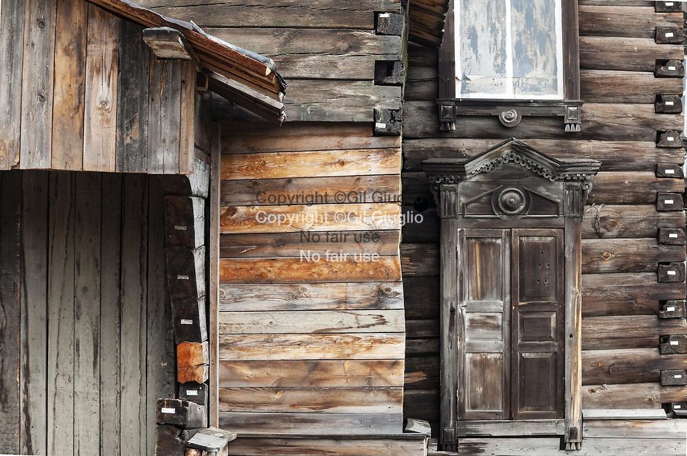 Russie, Sibérie de l'Est, région  d'Irkoutsk, ville de Listvianka, éco-musée de Taltsy au bord rivière Angara // Russia, East Siberia, region of Irkutsk, town of Listvianka, museum of Taltsy on Angara river side