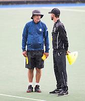 UTRECHT - assistent coach Alex Verga (l) met coach  Alexander Cox,  tijdens  de training, in de stromende regen,  training Kampong  voor het nieuwe hockey hoofdklasse competitie. .COPYRIGHT KOEN SUYK