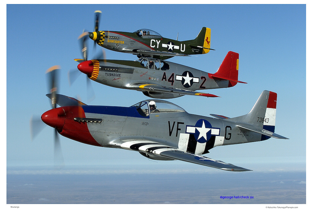 P-51 Mustangs formation flying