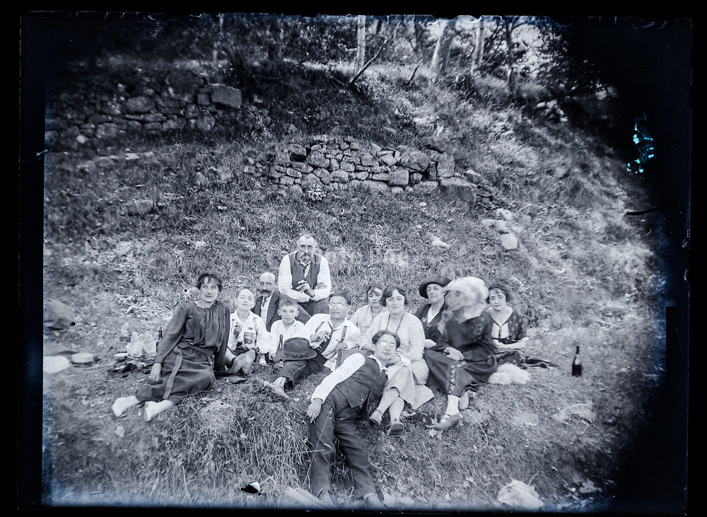 countryside friends and family picnic France 1923