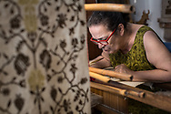 The maestro working at her  loom, during the process no needls are used, all the fabrics are worked using her nails. Federico Scoppa 2017