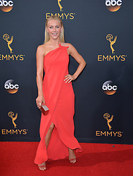 Julianne Hough bei der Verleihung der 68. Primetime Emmy Awards in Los Angeles / 180916<br /> <br /> *** 68th Primetime Emmy Awards in Los Angeles, California on September 18th, 2016***