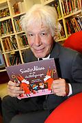 Presentatie Sinterklaasboeken 2014 in de OBA - Openbare Bibliotheek Amsterdam <br /> <br /> Op de foto:  Paul van Vliet met zijn boek  Sinterklaas en de dubbelganger