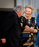 Prinses Beatrix heeft in het Koninklijk Paleis in Amsterdam 3 Zilveren Anjers uitgereikt. Dat is de prijs die prins Bernhard in 1950 in het leven riep als eerbetoon voor mensen die zich 'vrijwillig en onbetaald' inzetten voor cultuur of natuurbehoud. <br /> <br /> Princess Beatrix has awarded three Silver Carnations in the Royal Palace in Amsterdam. This is the price that Prince Bernhard in 1950 established it as a tribute to people who 'voluntarily and unpaid' work for culture or nature.<br /> <br /> op de foto / On the Photo:  Prinses Beatrix reikt aan Frans Wytema de Zilveren Anjer uit. // Princess Beatrix awarded to Frans Wytema the Silver Carnation,