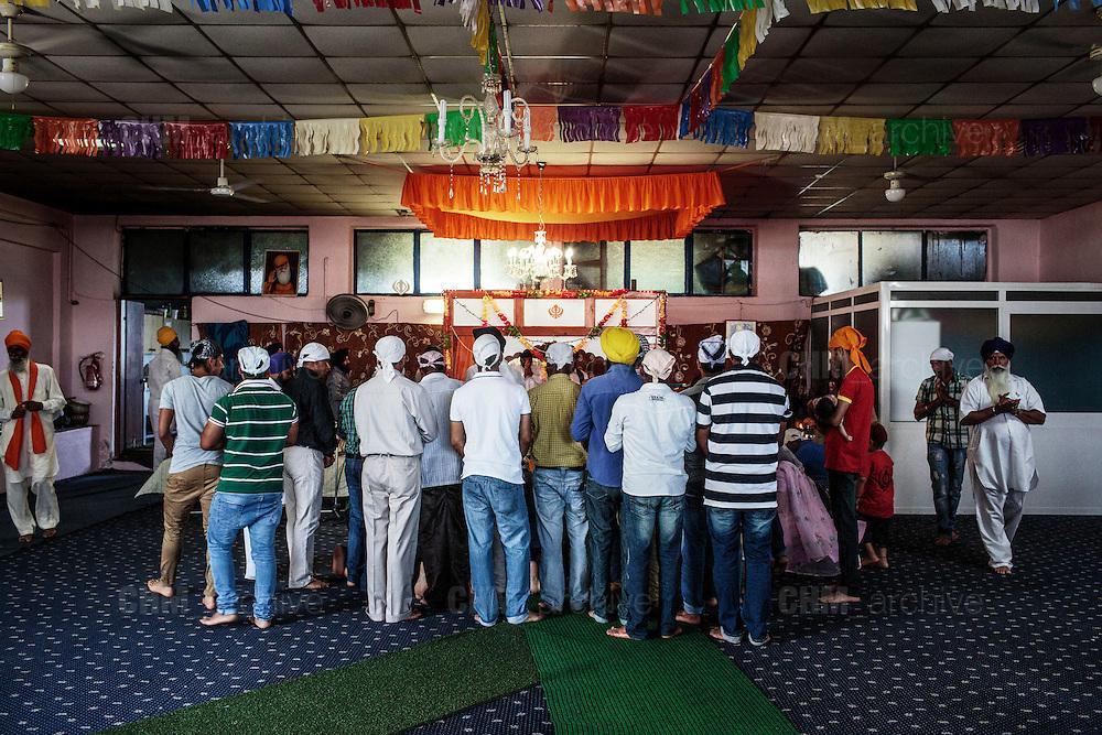 Indiani sikh nel tempio Gurudwara di Sabaudia (Latina), Giugno 2014.  Christian Mantuano / OneShot