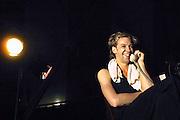 Nederland, Nijmegen, 17-7-2005Cabaretier Sven Ratzke tijdens een optreden. Foto: Flip Franssen/Hollandse Hoogte