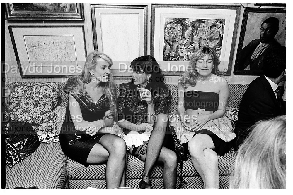 Jerry Hall, Kate Morris and Lady Neidpath ( wasCatherine Guinness)  Valentino party, Annabel's nighclub. 15 September 1987. © Copyright Photograph by Dafydd Jones 66 Stockwell Park Rd. London SW9 0DA Tel 020 7733 0108 www.dafjones.com