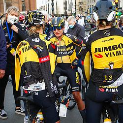 28-03-2021: Wielrennen: Gent-Wevelgem: Wevelgem. <br />Marianne Vos wint Gent-Wevelgem na de race met haar ploeggenoten