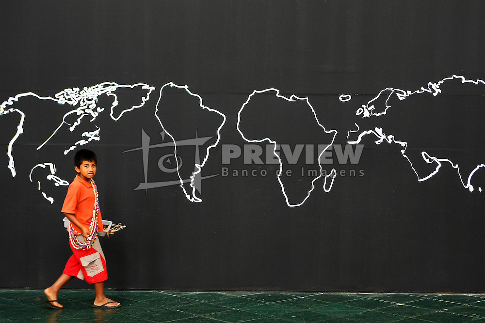 Criancas indigenas da tribo yanomami nas dependências da Usina do Gasômetro, sede do Forum Social Mundial 2010, em Porto Alegre. FOTO: Jefferson Bernardes/Preview.com