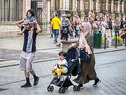 Krakow 2019-07-20. Muzułmanscy turyści zwiedzający Kraków, ul Grodzka.