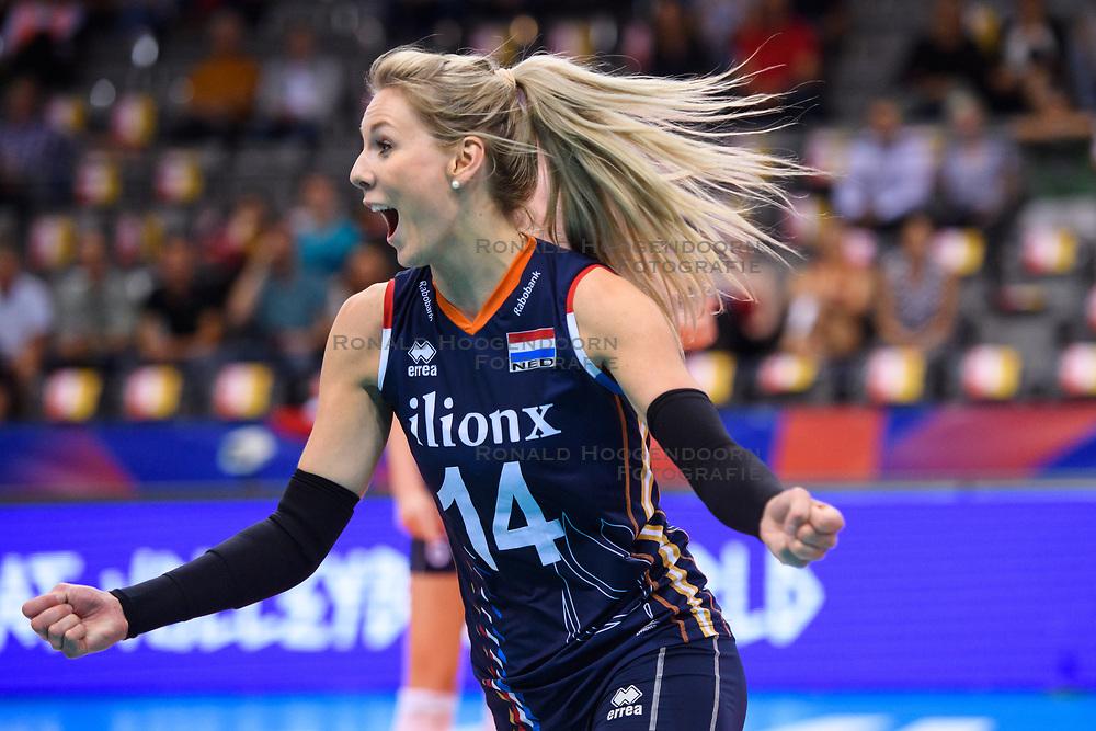 12.06.2018, Porsche Arena, Stuttgart<br /> Volleyball, Volleyball Nations League, Türkei / Tuerkei vs. Niederlande<br /> <br /> Jubel Laura Dijkema (#14 NED)<br /> <br /> Foto: Conny Kurth / www.kurth-media.de