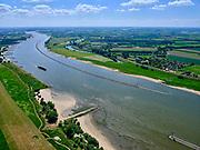 Nederland, Gelderland, West Maas en Waal, in, 27-05-2020; rivier de Waal tussen Wamel en Ophemert (ter hoogte van Dreumel). De vaargeul is voorzien van langsdammen (langskribben) om de vaargeul op diepte te houden. De gebruikelijke kribben, haaks op de rivier, zijn verwijderd. <br /> River Waal (Rhine) between Wamel and Ophemert (near Dreumel). The fairway is equipped with longitudinal dams (longitudinal groynes) to keep the fairway at depth. The usual groynes, perpendicular to the river, have been removed.<br /> <br /> luchtfoto (toeslag op standard tarieven);<br /> aerial photo (additional fee required);<br /> copyright foto/photo Siebe Swart